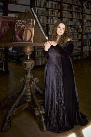 De otro tiempo. La intérprete, 39 años, en la biblioteca del Instituto Italiano de Cultura de Madrid, donde actuará el 4 de junio.