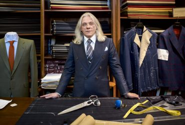 Gentleman. Jacomet (51 años), en la sastrería Langa, en el 5 de la calle Félix Boix, Madrid.