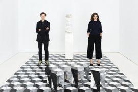 Jaque Mate. Gonzalo Machado, 33 años, y Mafalda Muñoz, 30, en un rincón de su galería donde se exhibe Rayuela (5.500 euros + IVA).