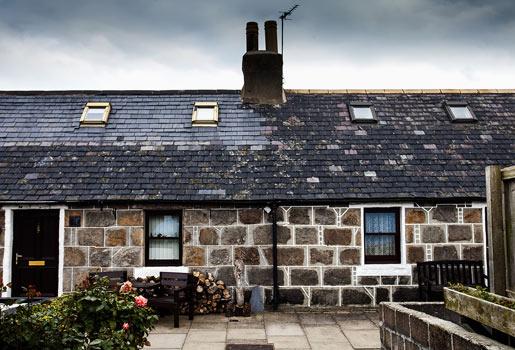 Identidad local. Exterior de una de las construcciones típicas de la localidad de Aberdeen, donde se ubica el castillo.