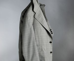 Patrón. Es un traje de corte moderno, con forro de seda.
