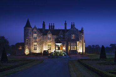 Señorial. Fachada de la MacLeod House. Al caer la noche, queda perfectamente iluminada.