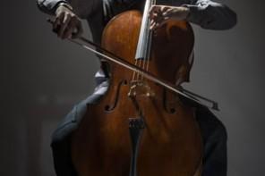 Sueño hecho realidad. El madrileño toca el violonchelo Stradivarius en la Escuela Superior de Música Reina Sofía.