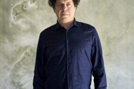 Internacional.El arquitecto, 57 años, posa para FS en la sede de Satélites Hispasat en Arganda del Rey (Madrid), edificio diseñado por él. Sus clases en la Universidad de Columbia y varios proyectos le mantienen fuera de España 150 días al año.