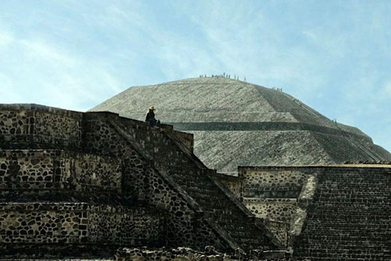 Día 2. 12:00 h. Arqueología y cultura. Pirámides de Teotihuacán.