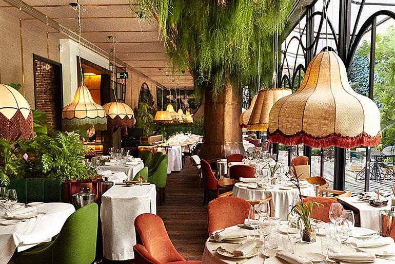 Además de por gastronomía y coctelería, el restaurante Amazónico destaca por la música. Amazónico es de los pocos locales de Madrid que alberga un exclusivo club de jazz en su planta baja. | ALE MEGALE