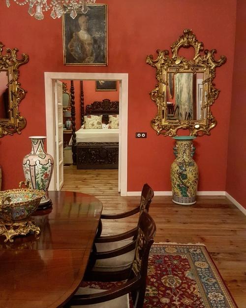 Las 32 habitaciones albergan numerosas obras de arte, sobre todo la suite.